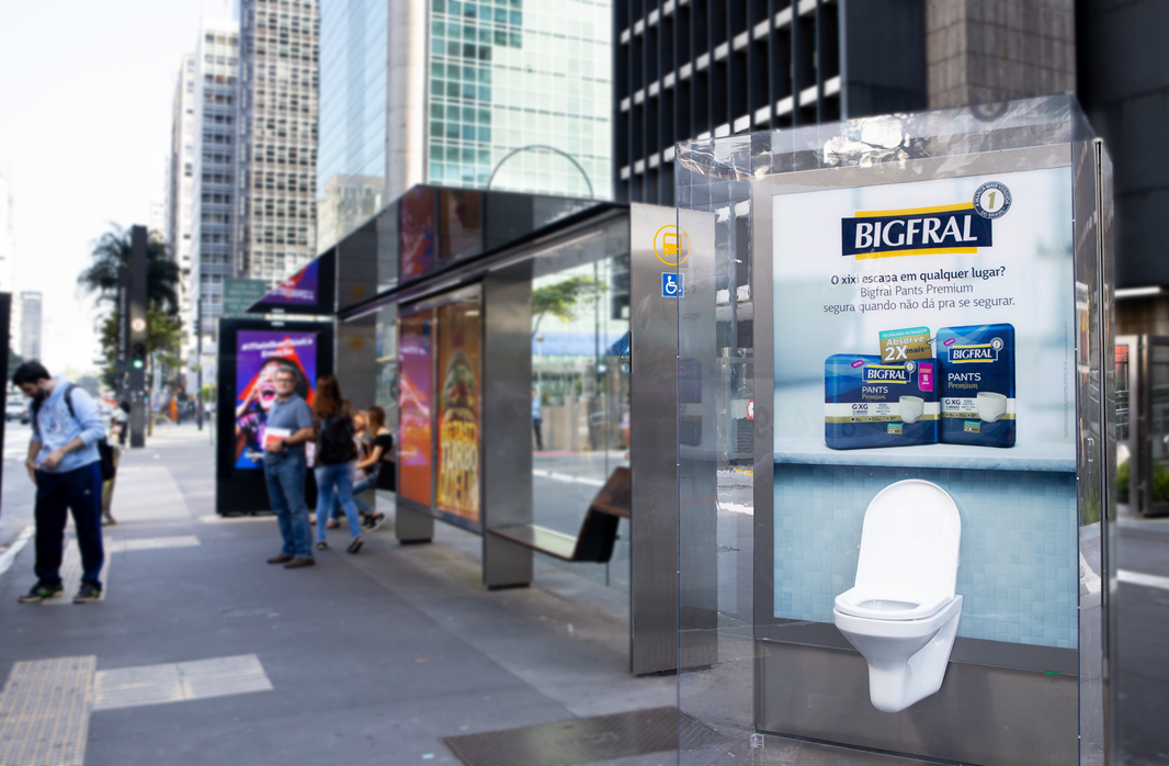 Bigfral instala vaso sanitário na Avenida Paulista